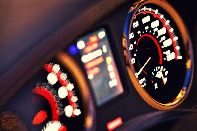 Limitatori velocità obbligatori sulle nuove auto dal 2022, l'UE dà il via libera