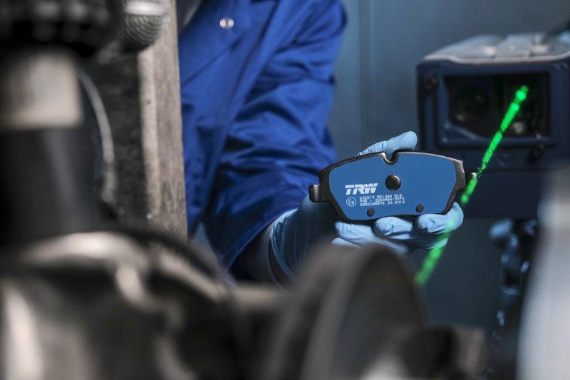 TRW Electric Blue: alle pastiglie freno per veicoli ibridi ed elettrici assegnato il Premio Innovazione