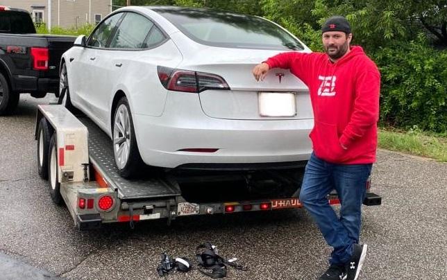 Dall'officina indipendente ripara la Tesla con 700 dollari, il centro autorizzato ne voleva 16.000